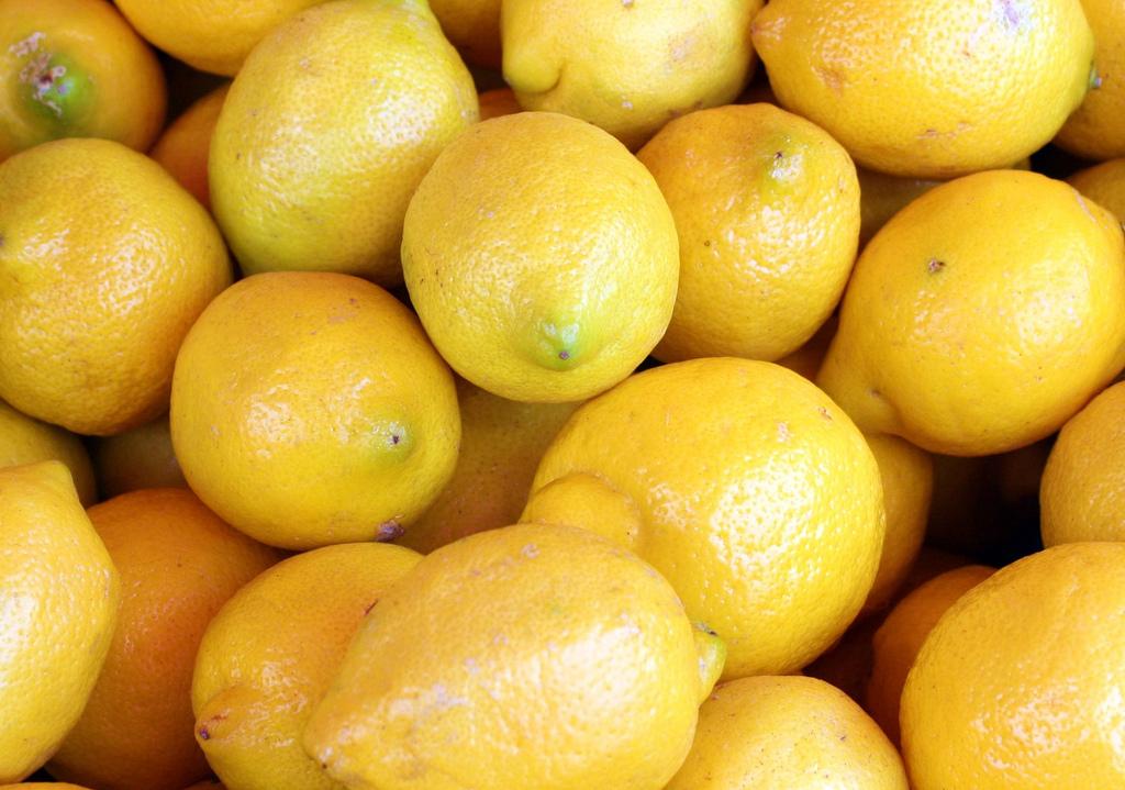 Citroner innehåller citronsyra naturligt
